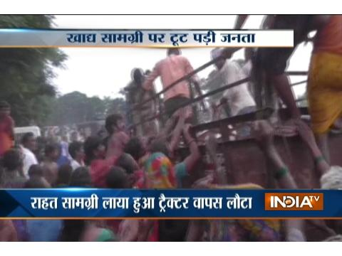 Bihar Flood: People scuffle with each other to collect food packets in Hajipur