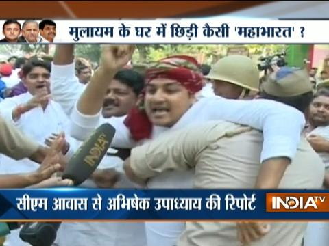 Lucknow: Akhilesh,Shivpal supporters clash ahead of big SP Meeting