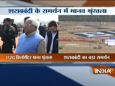 Nitish,lalu reach Gandhi Maidan to take part in Bihar human chain against