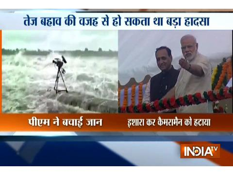 Jamnagar: Alert PM Modi saves lives of cameramen and photographers in Aji Dam