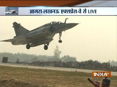 Mirage 2000 fighter jets land on Lucknow-Agra expressway near Unnao