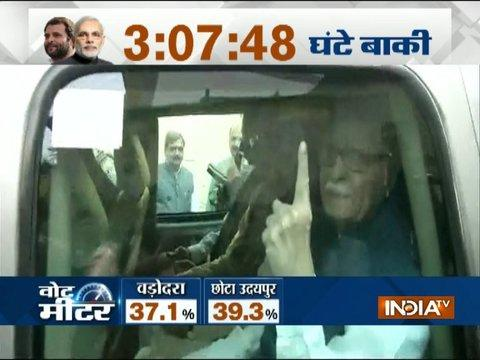 Gujarat Election Phase 2: Senior BJP leader LK Advani arrives in Ahmedabad to cast his vote