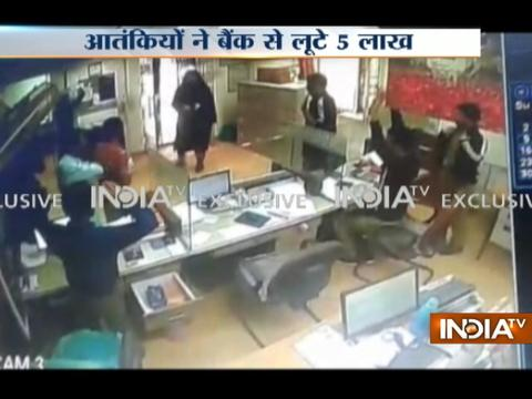 J-K: Terrorists under burka loot 5 lakh from a bank at Anantnag