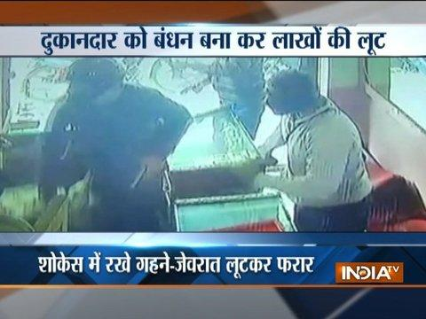Masked robbers loot jewellery showroom at gun-point in Meerut