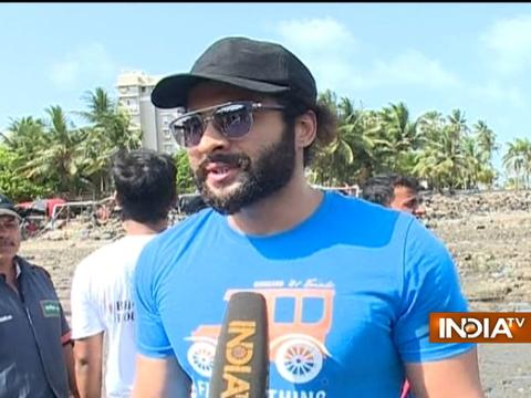 Bollywood celebs Jackky Bhagnani and Pooja Bhatt at Chimbai beach for clean-up drive