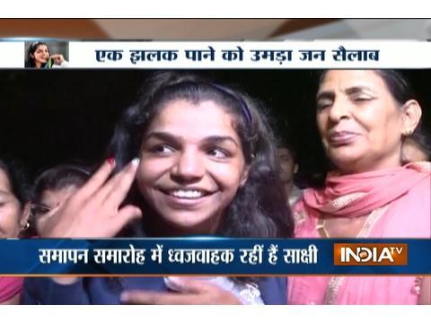Olympic bronze medalist Sakshi Malik receives grand welcome on returning India