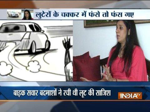 Beware ! The Spray Gang On Delhi Flyover May Loot You