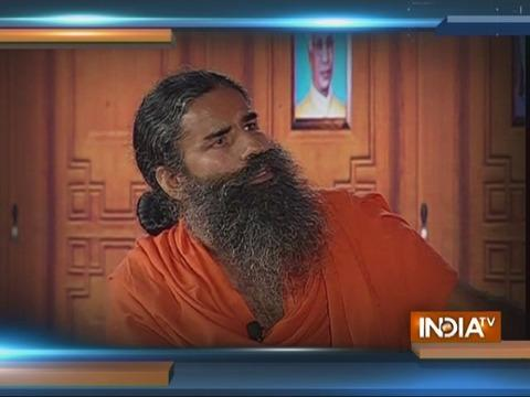 Swami Ramdev jokes on 'Patanjali Honey' and 'Honey Preet' in Aap Ki Adalat