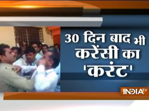 30th Day of Note Ban: People gets beaten-up in queue outside bank in various