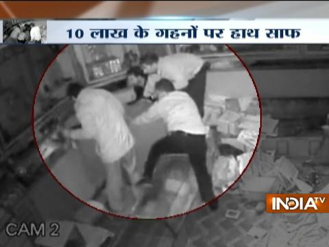 Thieves loot jewellery worth Rs 10 lakh from showroom in Kanpur