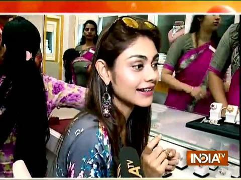 TV actress Sreejita De goes for jewellery shopping