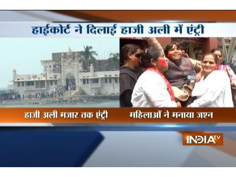 Women celebrates as Bombay High Court gives full entry to women at Haji Ali