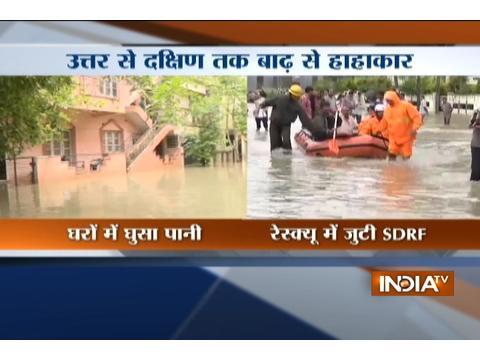 Heavy rain lashes Bangaluru, throws life out of gear