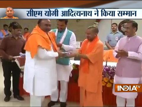 Yogi Adityanath invites Ministers and MLA for Falahari party, on the occasion of Navratri