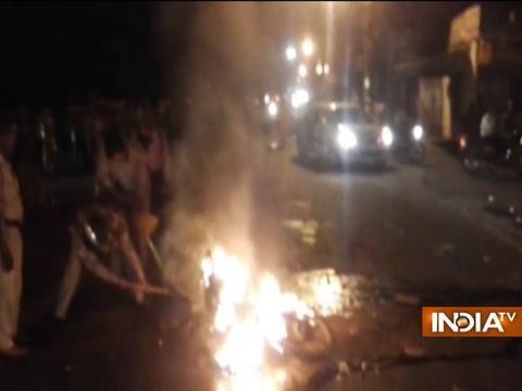 UP: VHP, Bajrang Dal activists vandalise police vehicles in Agra