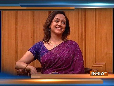 Hema Malini reveals how she felt while doing a romantic scene in front of her mother