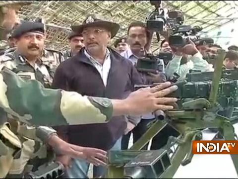 Jammu: Actor Nana Patekar visits Indo-Pak border areas in Samba Sector