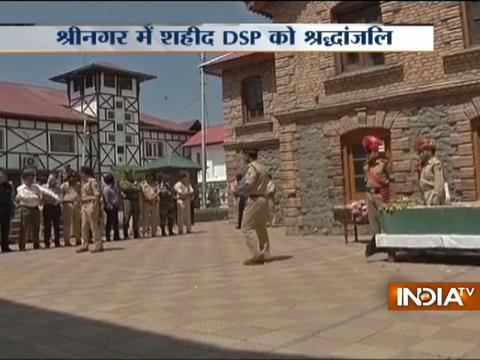J&K: Wreath laying ceremony of Deputy SP of Security beaten to death by mob in Nowhatta