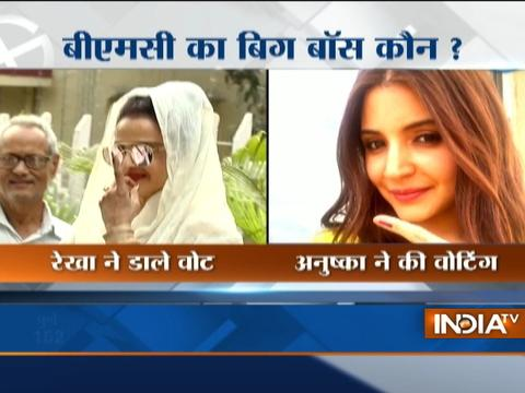 BMC Polls 2017 : Bollywood Celebs Gulzar,Anushka Sharma, Rekha, Zoya Cast their votes