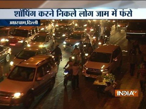 Delhi witnesses major traffic snarls owning to the festive season