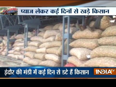 Farmers go helpless as trucks loaded with onion stall outside onion market in MP