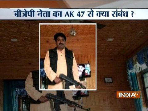 जम्मू-कश्मीर में बीजेपी नेता की एके-47 के साथ तस्वीर पर मचा बवाल