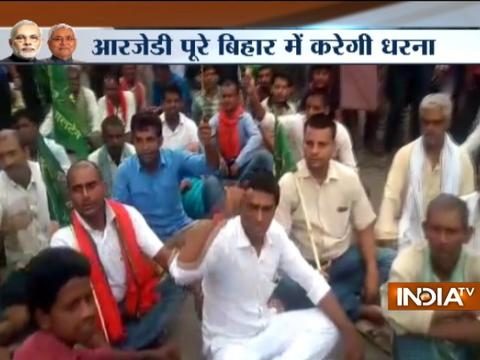 RJD workers protest against Nitish Kumar's oath ceremony near Gandhi Setu in Patna