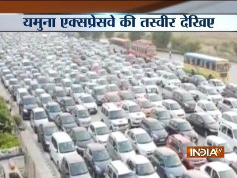 Watch: Passengers stuck in 15-km-long traffic jam on Yamuna expressway