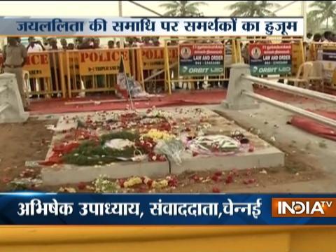 People pay tributes to late Tamil Nadu CM Jayalalithaa at Marina Beach, Chennai