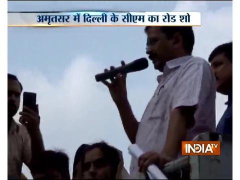 Arvind Kejriwal holds road show in Amritsar