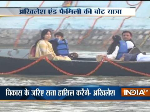 Lucknow: CM Akhilesh enjoy boat ride with family in Gondola