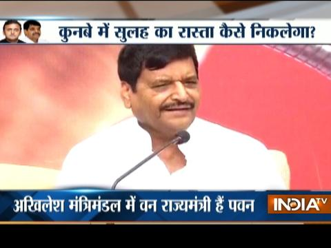 Cold war continues in samajwadi party, Shivpal expel Pawan Panday from party