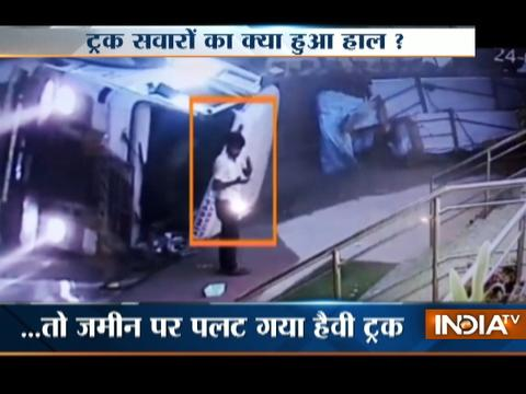 Speedy truck turns turtle in Jamshedpur, no casualty