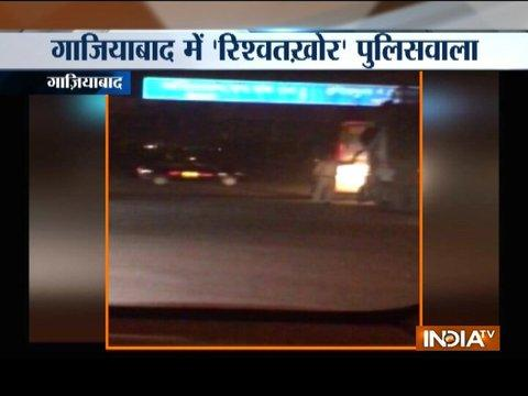 Policeman caught taking bribe from truck drivers at National highway in Ghaziabad