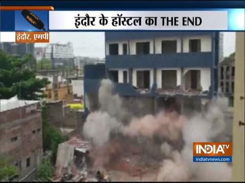 मध्य प्रदेश: इंदौर में नगर निगम ने अवैध इमारत को किया ज़मींदोज़