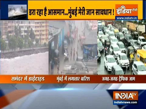 मुंबई: भारी बारिश के कारण शहर में भरा पानी, आईएमडी ने जारी किया रेड अलर्ट