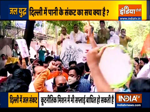 Haqikat Kya Hai | Delhi Police uses water cannons against BJP workers protesting over water crisis