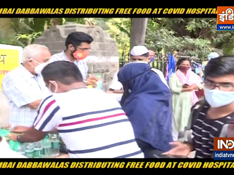 Mumbai Dabbawala distributes food outside hospitals, Watch special report