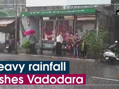 Heavy rainfall lashes Vadodara