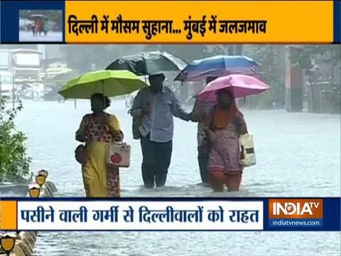 दिल्ली के कुछ हिस्सों में गरज के साथ हुई भारी बारिश, गर्मी से मिली राहत