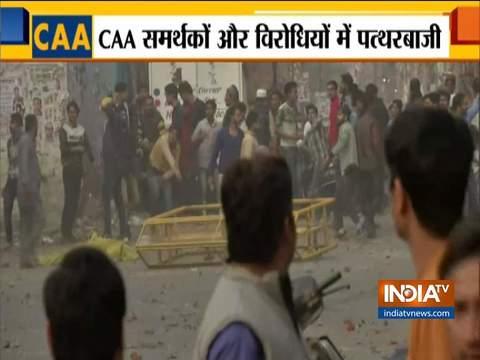 जाफराबाद के पास मौजपुर में CAA विरोधियों और समर्थकों के बीच पत्थरबाजी