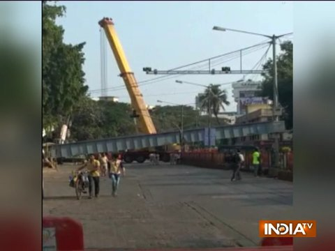 Pillar collapses over bridge in Mumbai