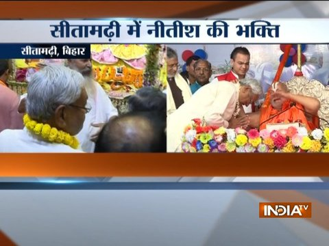 Bihar Chief Minister Nitish Kumar performs puja at Mata Janki Temple in Sitamarhi