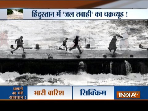 केरल में बारिश और बाढ़ से भयंकर तबाही, हालात सुधरने की बजाय और खराब होते जा रहे हैं