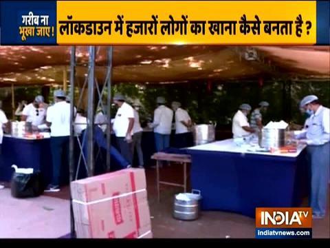 अहमदाबाद की कर्मा फाउंडेशन हर रोज 10,000 लोगों को खिला रही हैं खाना