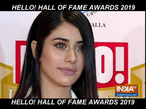 Katrina Kaif, Janhvi Kapoor look drop dead gorgeous at Hello Hall of Fame Awards