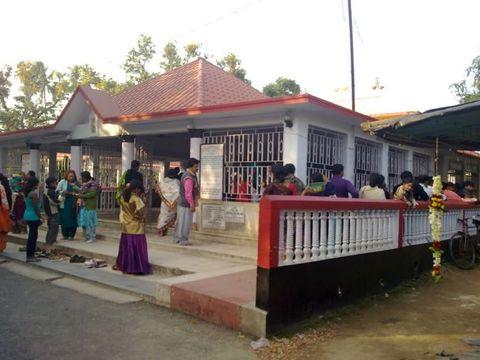 पश्चिम बंगाल में एक मंदिर के पास मची भगदड़, 23 घायल