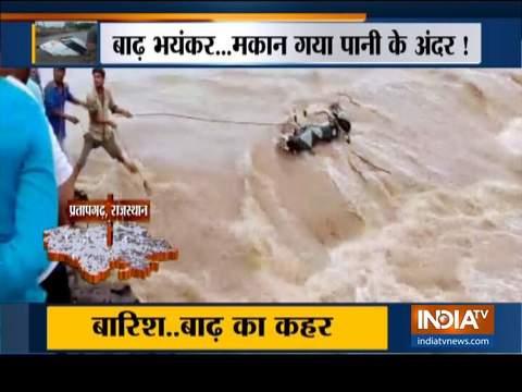 लगातार बारिश और बाढ़ ने पूरे भारत में जनजीवन को किया अस्त-व्यस्त