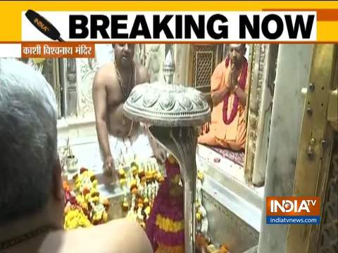 काशी विश्वनाथ मंदिर में सीएम योगी आदित्यनाथ की पूजा अर्चना