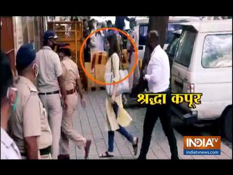 NCB की पूछताछ में श्रद्धा ने माना, सुशांत सिंह राजपूत को वैनिटी वैन में ड्रग्स का सेवन करते देखा